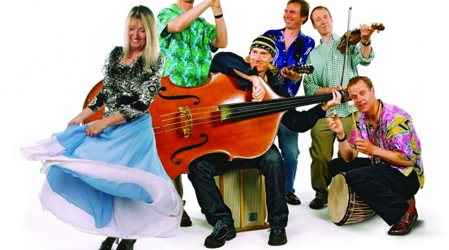 Maddy Prior & The Carnival Band  · 'Carols & Capers'